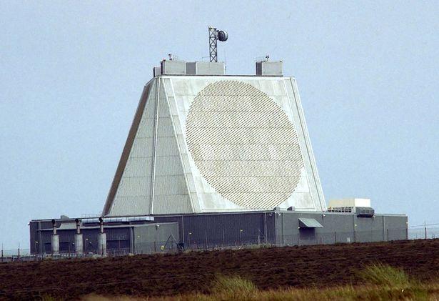 1280px-Radar_RAF_Fylingdales.jpg